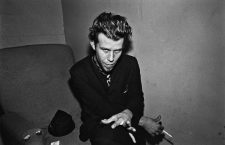 Tom Waits photographed in the dressing room of a Long Island club named 'My Father's Place' in Roslyn, New York 1977 © 1978 Ken Shung