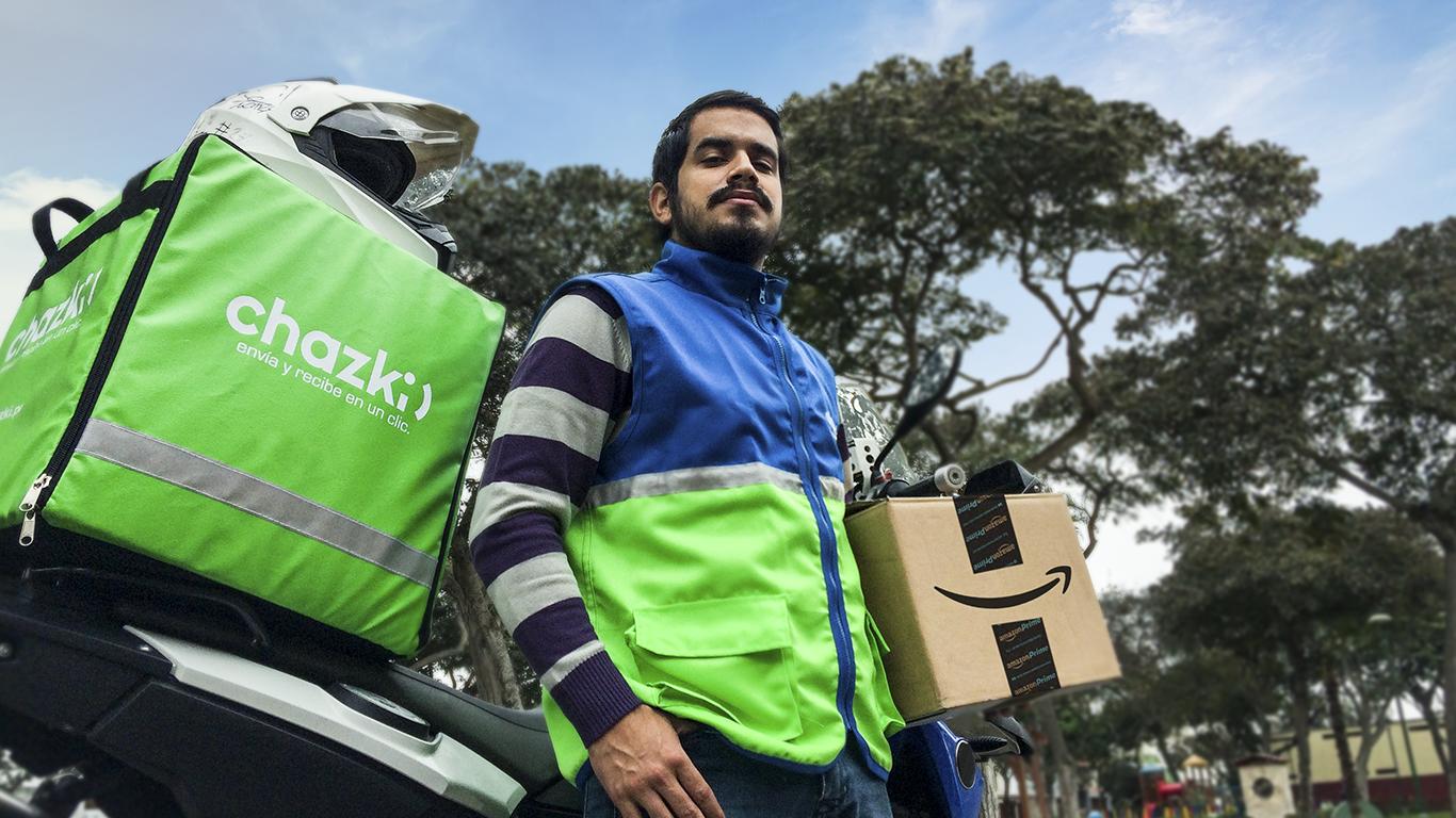 Chazki entregando paquete Amazon