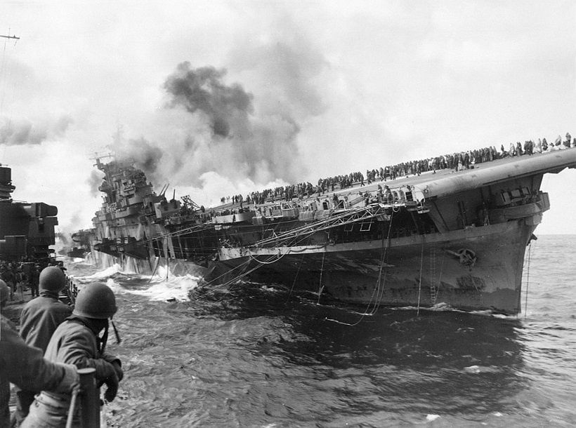 1024px Attack on carrier USS Franklin 19 March 1945