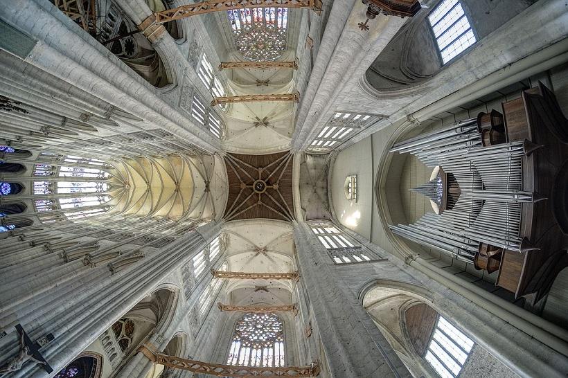 1280px Cathédrale Saint Pierre de Beauvais vue des voûtes à partir de la croisée du transept