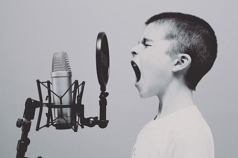 microphone boy scream singing
