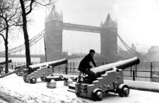 Snow comes to London.   A small boy has the time of his life as he scrambles over one of the snow covered canons at the Tower of London today. Londoners woke up today to find the ground covered with snow. 26 February 1962