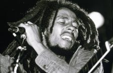Bob Marley en concert de reggae au Roxy, Los Angeles le 26 mai 1976  --- Bob Marley on stage at Roxy Los Angeles may 26, 1976 *** Local Caption *** Bob Marley on stage at Roxy Los Angeles may 26, 1976
