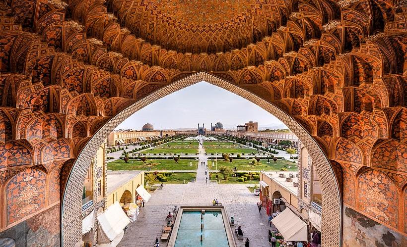 1280px Naqsh e Jahan Square from the gheisariye Vault