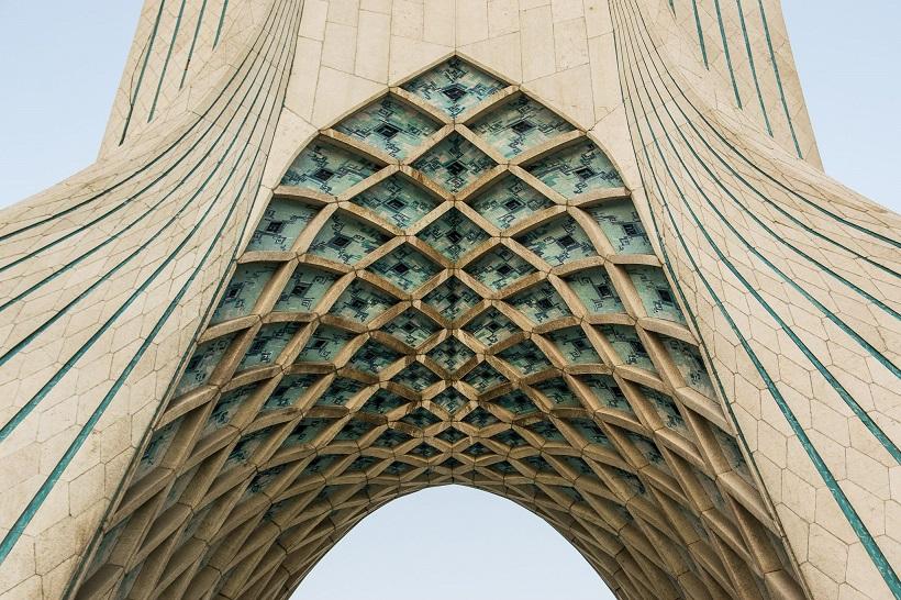 Detalle de la torre Azadi Teherán