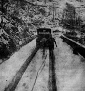 Ciclista cruzando el paso del Turchino en la edición de 1910. (DP)