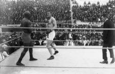 Combat entre el campió del món Jack Johnson i el campió europeu Arthur Cravan a La Monumental