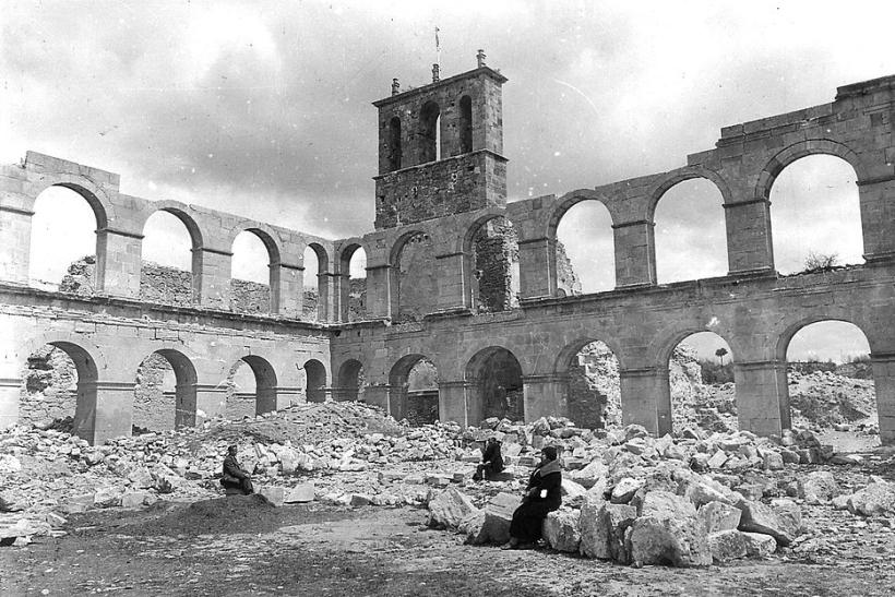 El claustro desmantelado del Monasterio de Ovila