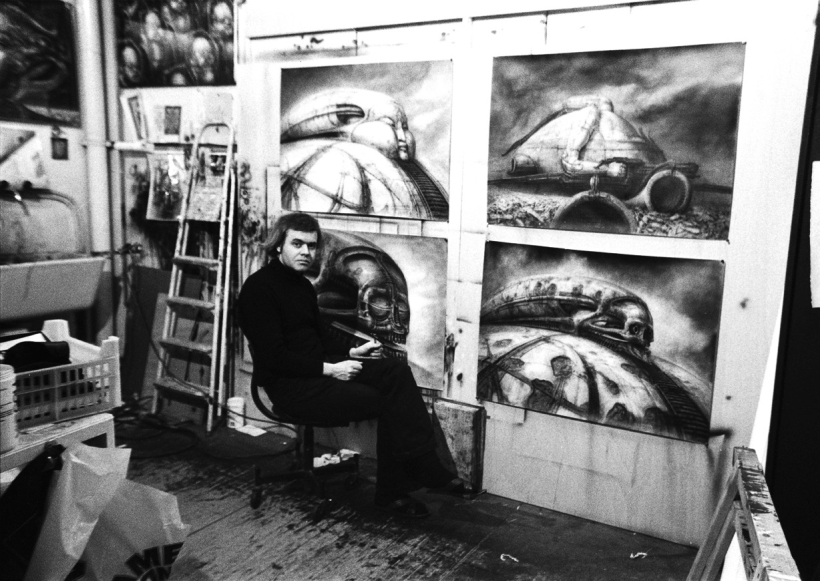 H.R. Giger con sus diseños para Dune de Jodorowsky ca. 1970. Fotografía Cordon Press.