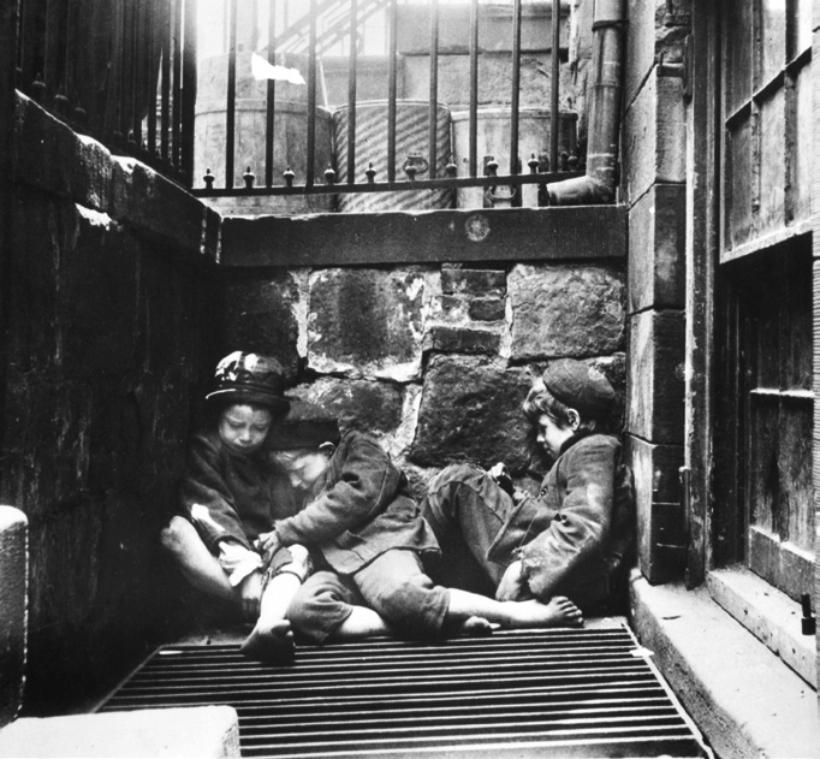 Tres niños durmiendo en Mulberry