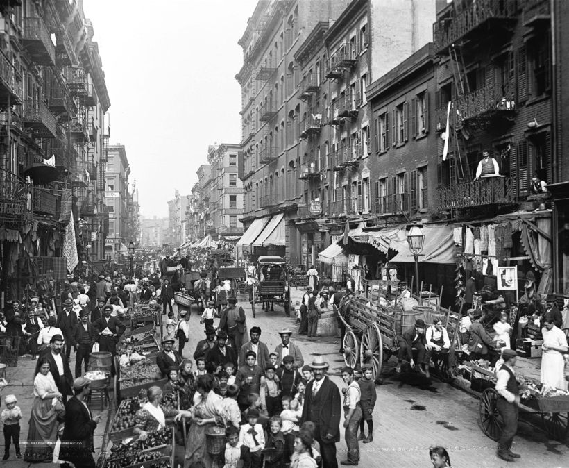 Vecinos italianos en Mulberry Street Little Italy New York ca. 1900. Fotografía Detroit Publishing Co. Library of Congress.