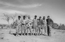 patrulla nómada con su perrita en la frontera de Mauritania