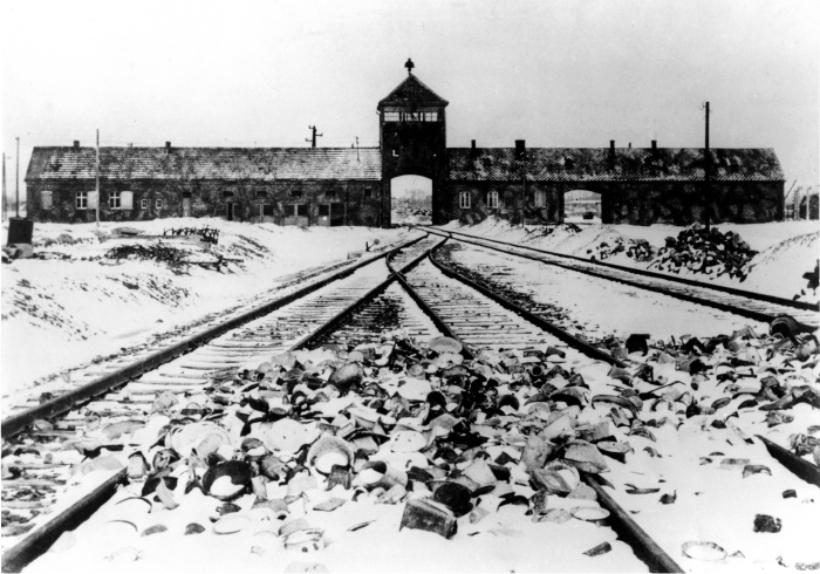Entrada del campo de concentracion de Auschwitz Foto Cordon Press