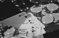 Por qué ser periodista si puedes jugar al póker