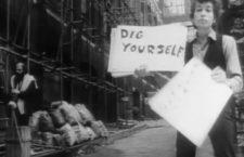 Fotograma del videoclip «Subterranean Homesick Blues», de Bob Dylan. Imagen: Columbia.