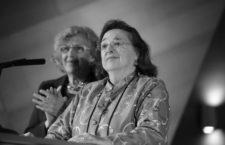 Carmen Sarmiento recibiedo el premio Clara Campoamor el 8 de marzo de 2017. Foto: Diario de Madrid (CC)