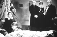 Kai al lado de la cama de Hanno, un fotograma de la película alemana de 1959 Buddenbrooks. Imagen: Filmaufbau.