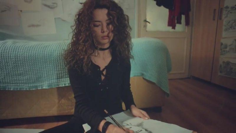 Mujer 1x01 HDTV Castellano.avi 20210423 130811.890