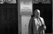 Estatua de Antonio Machado en la plaza mayor de Segovia. Foto: Barcex. (CC)